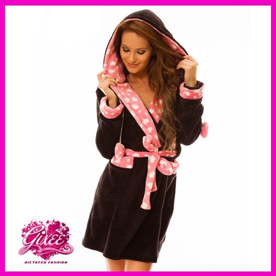 Köntös Fekete – Rózsaszín Szivecskés Hálóköntös Fürdőköpeny