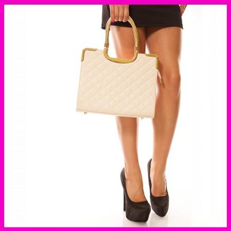 Kézi táska bézs színben aranyfonatos füllel, vállpánttal